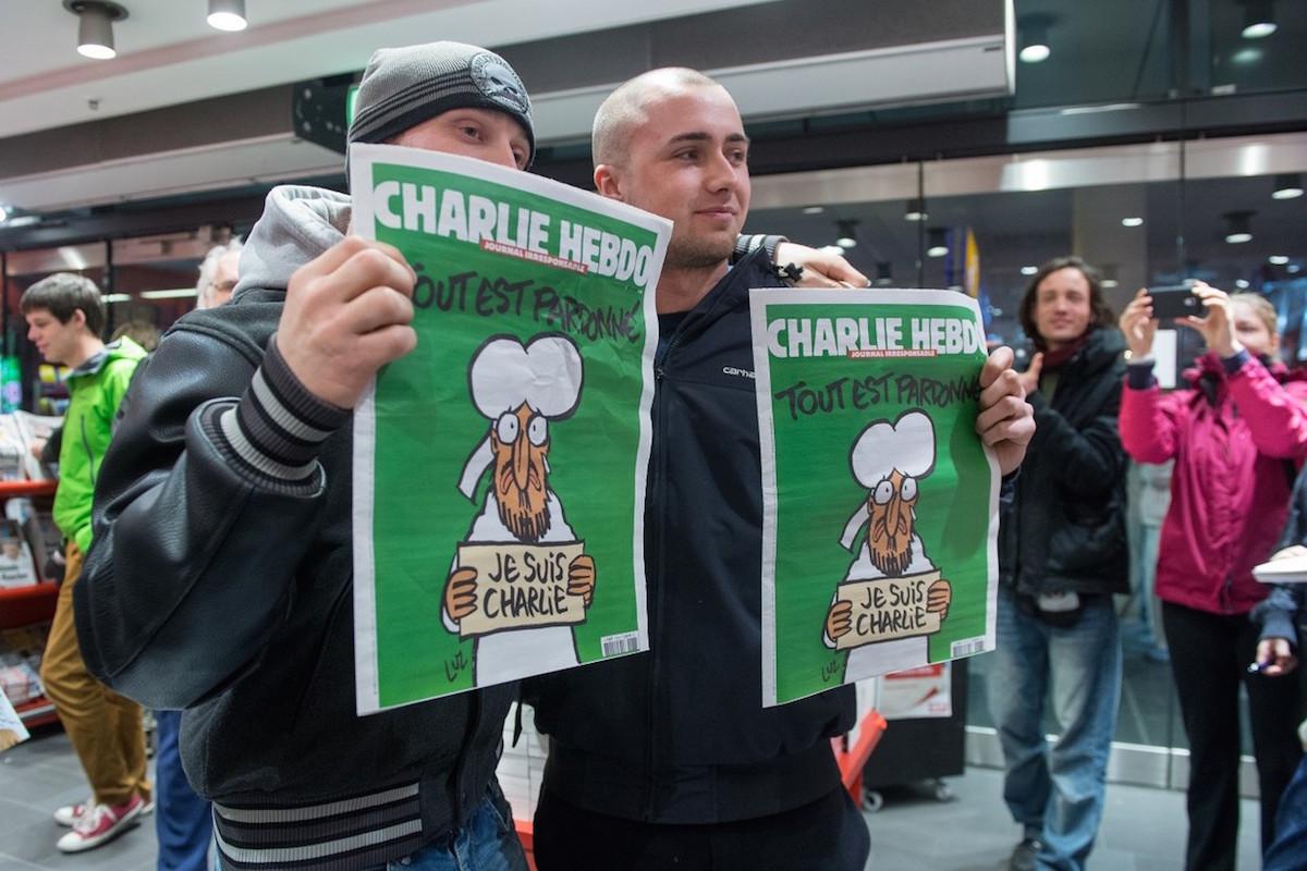 Dlouhé fronty se na francouzský časopis stály i v německém Berlíně. Foto: Profimedia.cz, Corbis