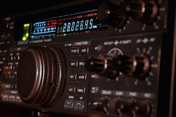 Radiožurnál předstihl Evropu 2, Plus Vltavu