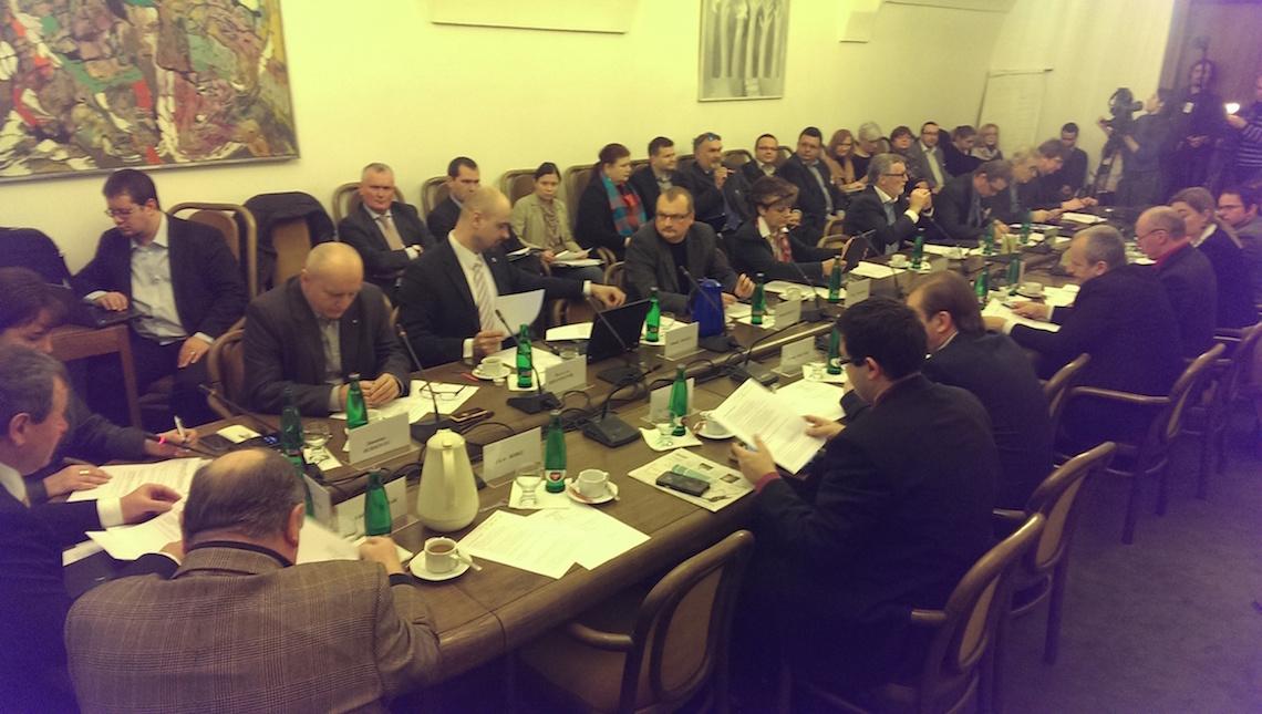 Osazenstvo dnešní schůze volebního výboru zaplnilo celou místnost