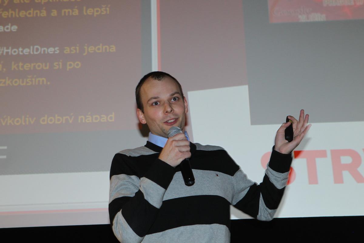 Vojta Křížek prezentuje LLMaps. Foto: Tomáš Pánek