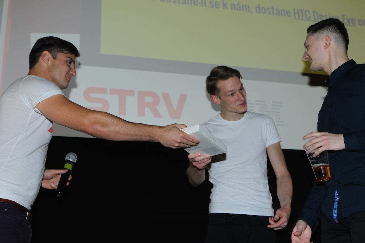 Martin Velfl a Michal Kos přijímajá cenu za Burstio. Foto: Tomáš Pánek