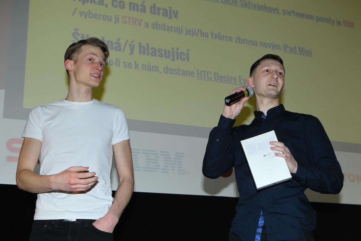Martin Velfl a Michal Kos přijímají cenu za Burstio. Foto: Tomáš Pánek