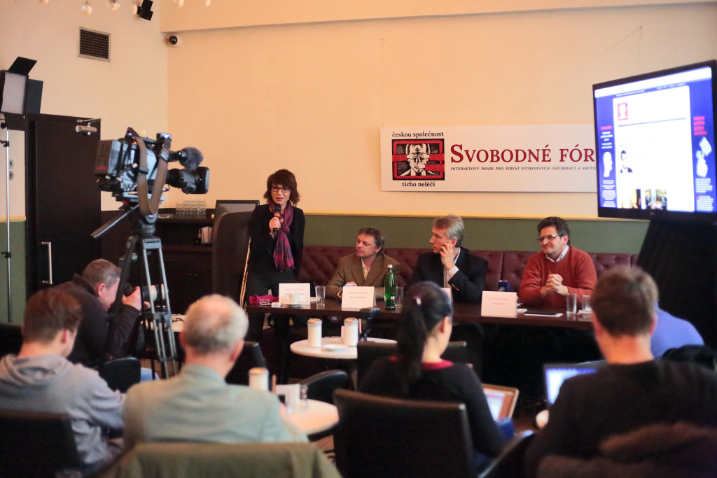 Z tiskové konference deníku Svobodné fórum  v Národní kavárně. Foto: David Tesař