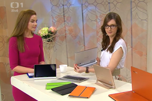 Marketingová ředitelka Lucie Orlovská (vpravo) v pořadu ČT Sama doma