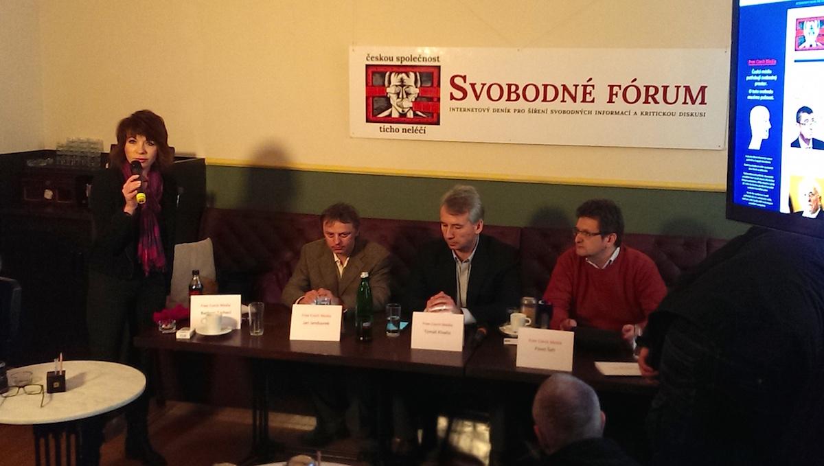 Spolek Free Czech Media se uvedl v Národní kavárně na Národní třídě. Zleva Barbora Tachecí, Jan Jandourek, Tomáš Klvaňa, Pavel Šafr