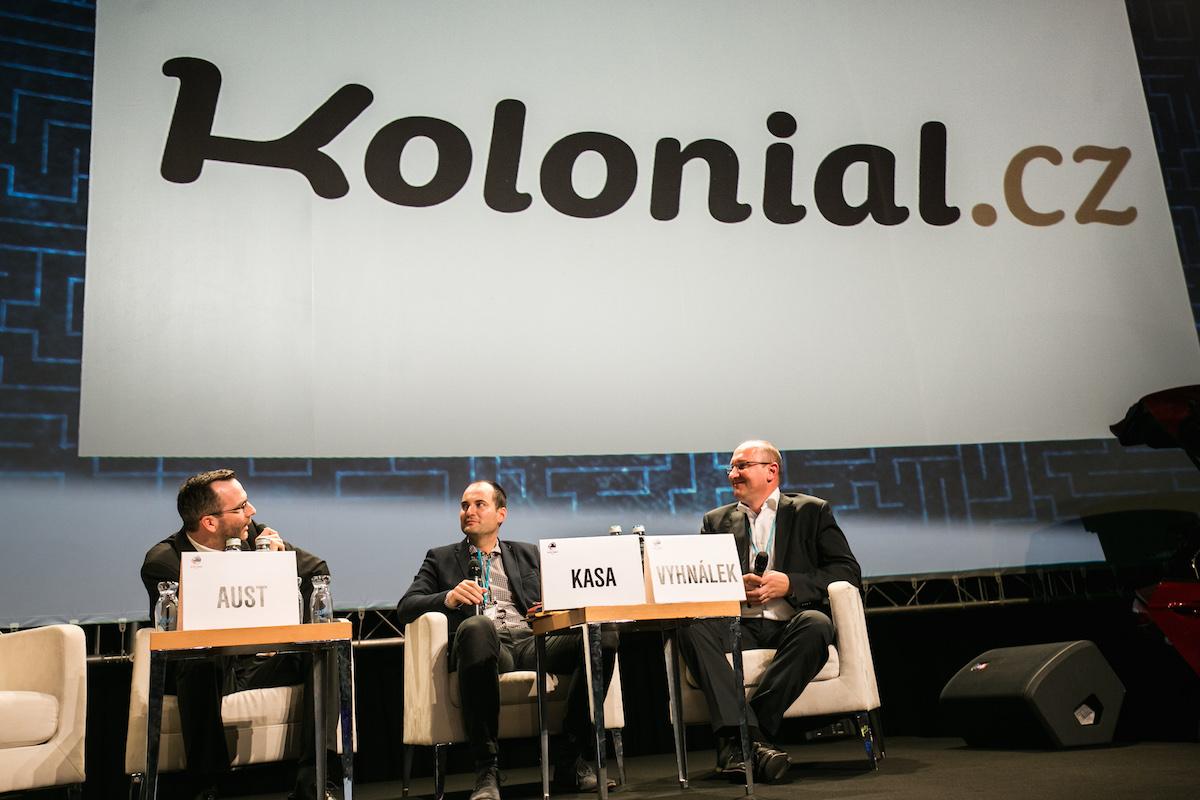 Koloniál se představil na letošním Retail Summitu. V diskusi zprava Petr Vyhnálek, Martin Kasa a šéfredaktor Médiáře Ondřej Aust jako moderátor