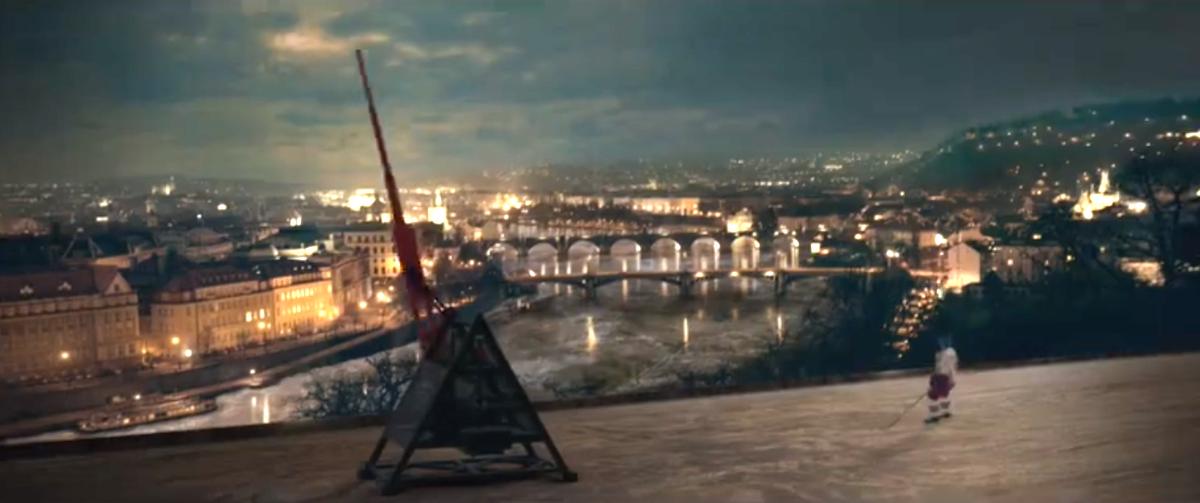 Petr Čáslava na lední ploše nad Prahou, v novém spotu Pilsner Urquell