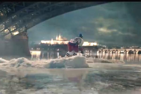 """""""Dostal jsem chuť na pivo i hokej!"""" Pilsner Urquell poráží Tipsport v reklamě k mistrovství světa"""