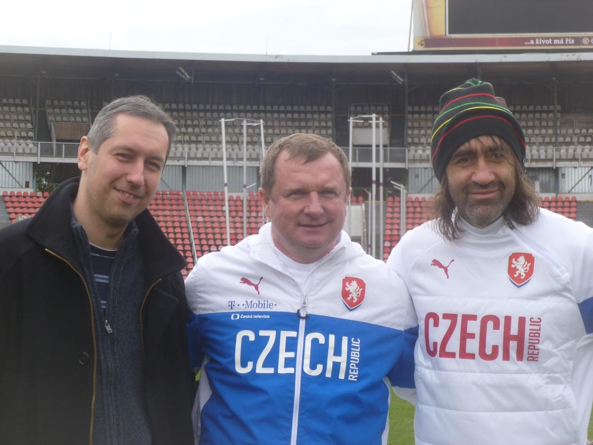 Marketingový ředitel T-Mobilu Jan Stanko s Pavel Vrbou a Jakubem Kohákem