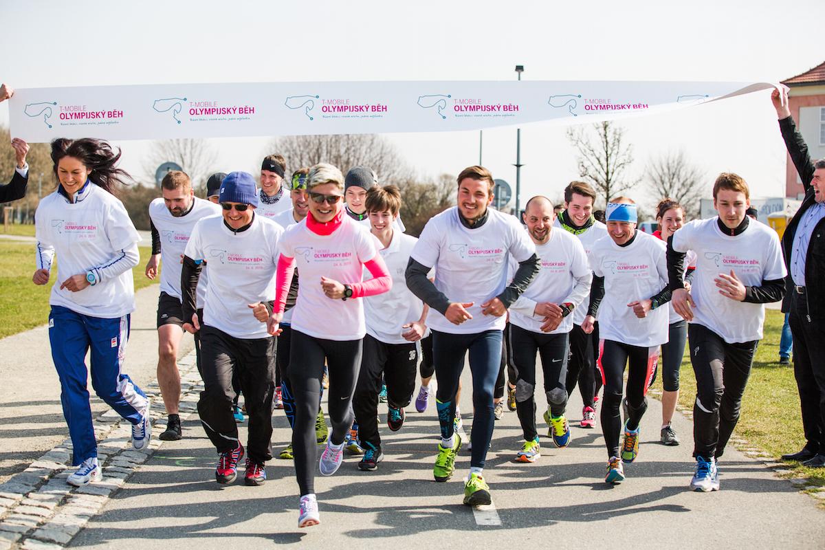 T-Mobile dnes oznámil podporu olympijského běhu dnes na pražské Ladronce.