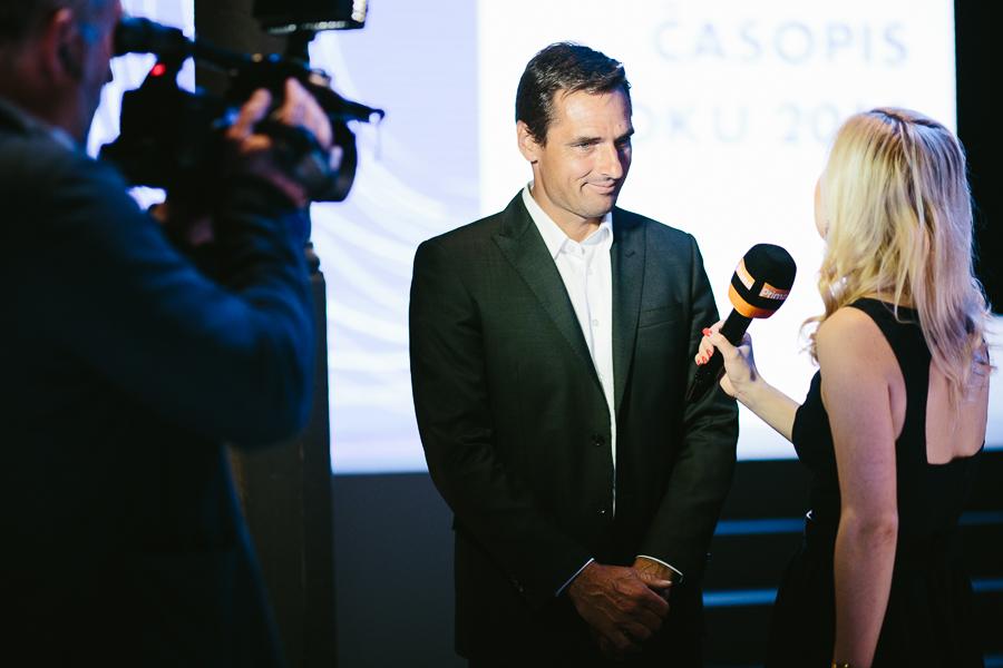Reportérka Primy Karolína Hošek vyzpovídala redakčního kolegu Romana Šebrleho. Foto: Unie vydavatelů