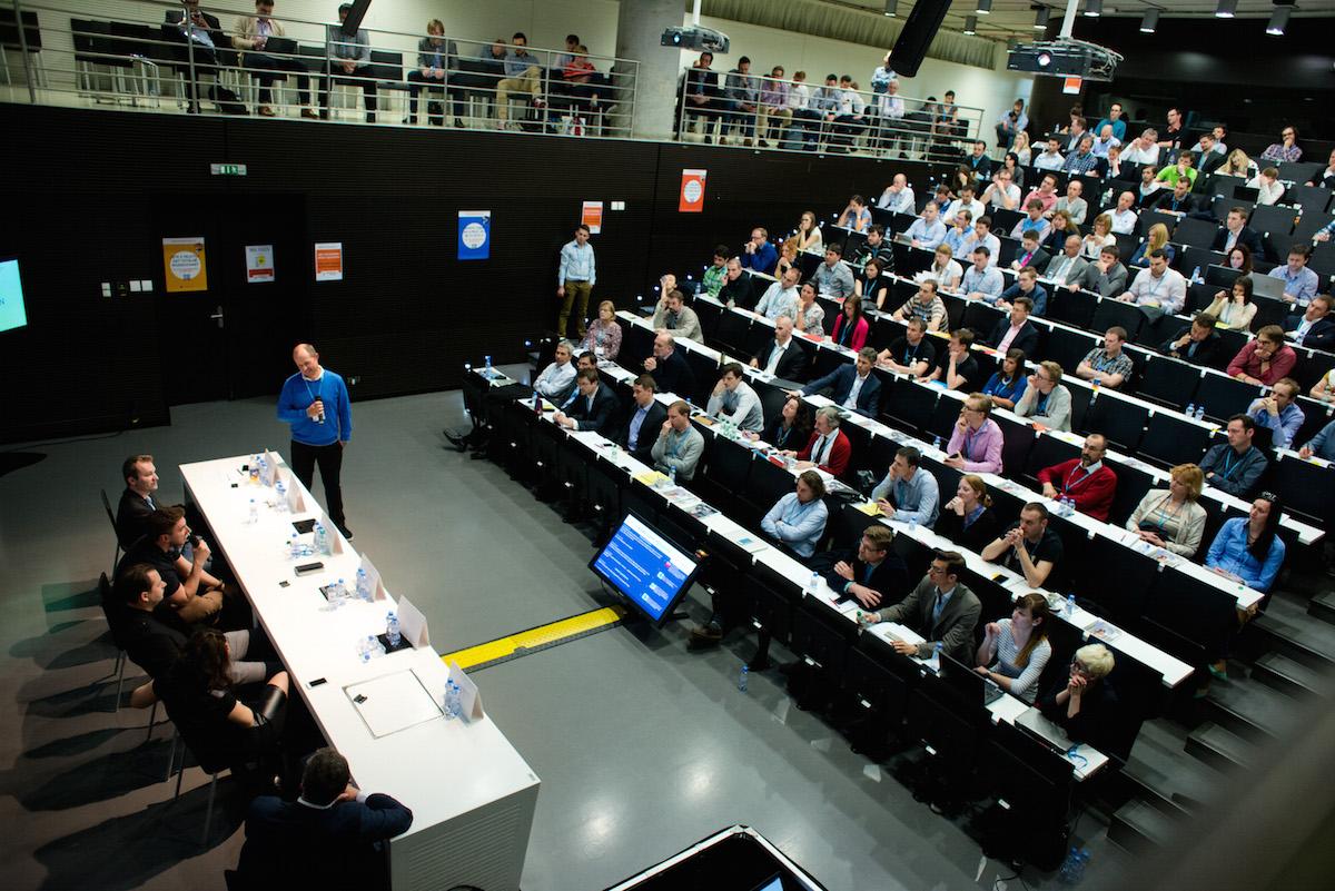Tomáš Čupr hovoří v dejvické technické knihovně. Foto: David Bruner pro Blue Events