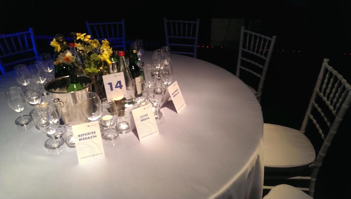 Stůl Reportéra a Echa na Časopisu roku 2014