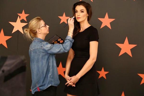 Moderátorka Top Star magazínu Iva Kubelková při natáčení znělek televize Prima začátkem roku 2015. Foto: TV Prima