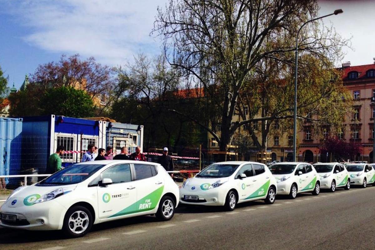 Jedenáct elektromobilů ve službách Uberu vozilo po Praze lidi zdarma