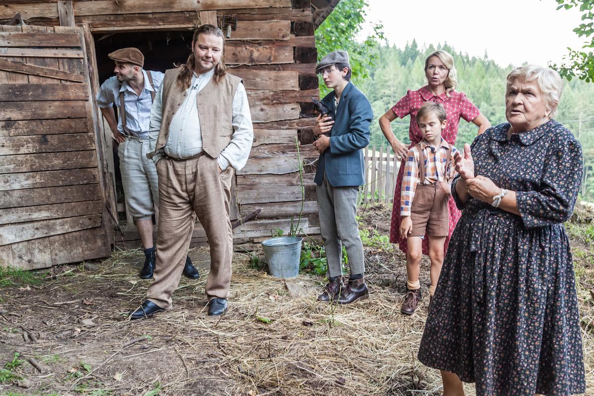 Dovolená v protektorátu, dokumentární reality show třígenerační rodiny, se odehrává ve Starých Hamrech v Beskydech. Foto: Rostislav Šimek, ČT