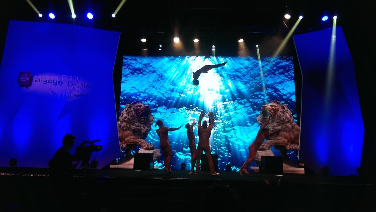 Úvodní taneční sekvence Engage Awards