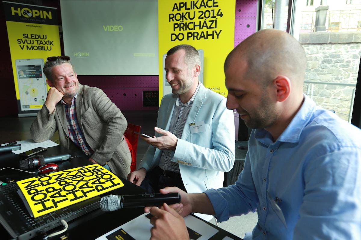 Zleva moderátor tiskové konference Aleš Háma, Martin Winkler a Martin Baran