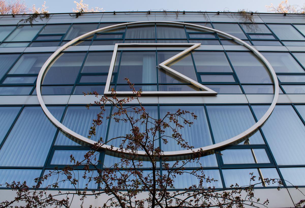 Označení budovy KKCG novým logem