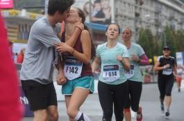 Běh na desítky kilometrů přitahuje desítky značek