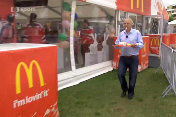 Za scénku s McDonald's dostala ČT pokutu 350.000 Kč