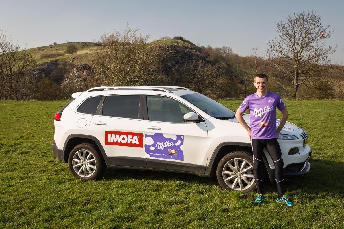 Na jeho ultramaratonu napříč Českem jej bude provázet profesionální tým