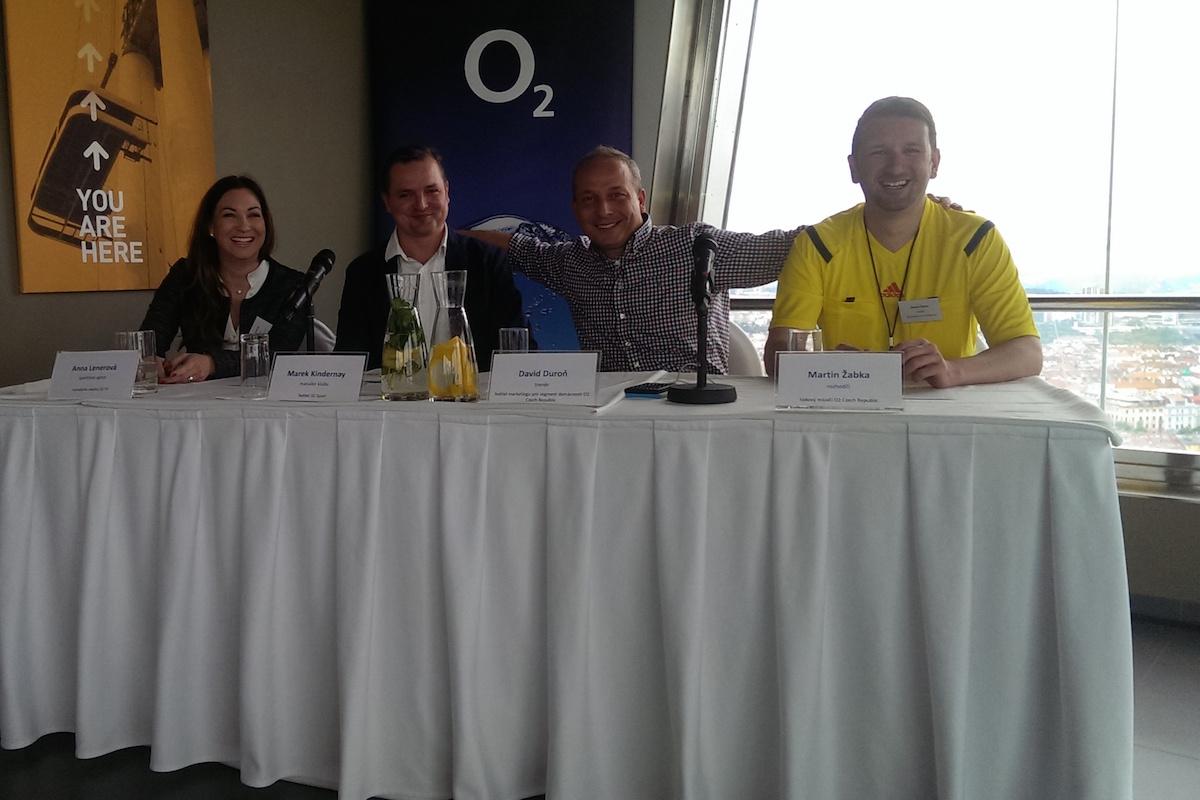 Tiskovka k O2 Sport dnes v žižkovské televizní věži: zleva nákupčí práv Anna Lenerová, šéf kanálu Marek Kindernay, ředitel marketingu O2 pro domácnosti David Duroň a mluvčí O2 Martin Žabka