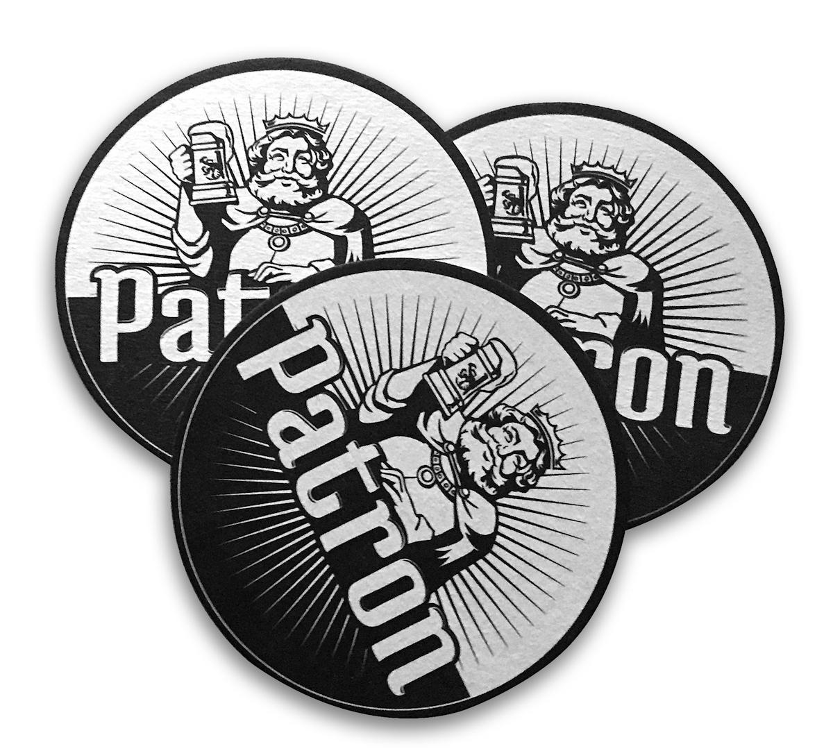 Podtácky fiktivní pivní značky Patron
