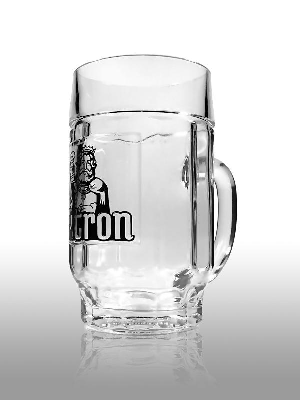 Sklenice fiktivní pivní značky Patron