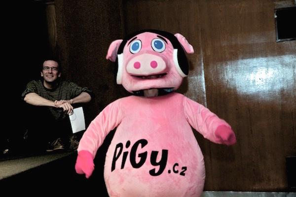 Maskot rádia Pigy v prosinci 2011 na soutěžní přehlídce AppParade. Foto pro Médiář: Ivana Dvorská