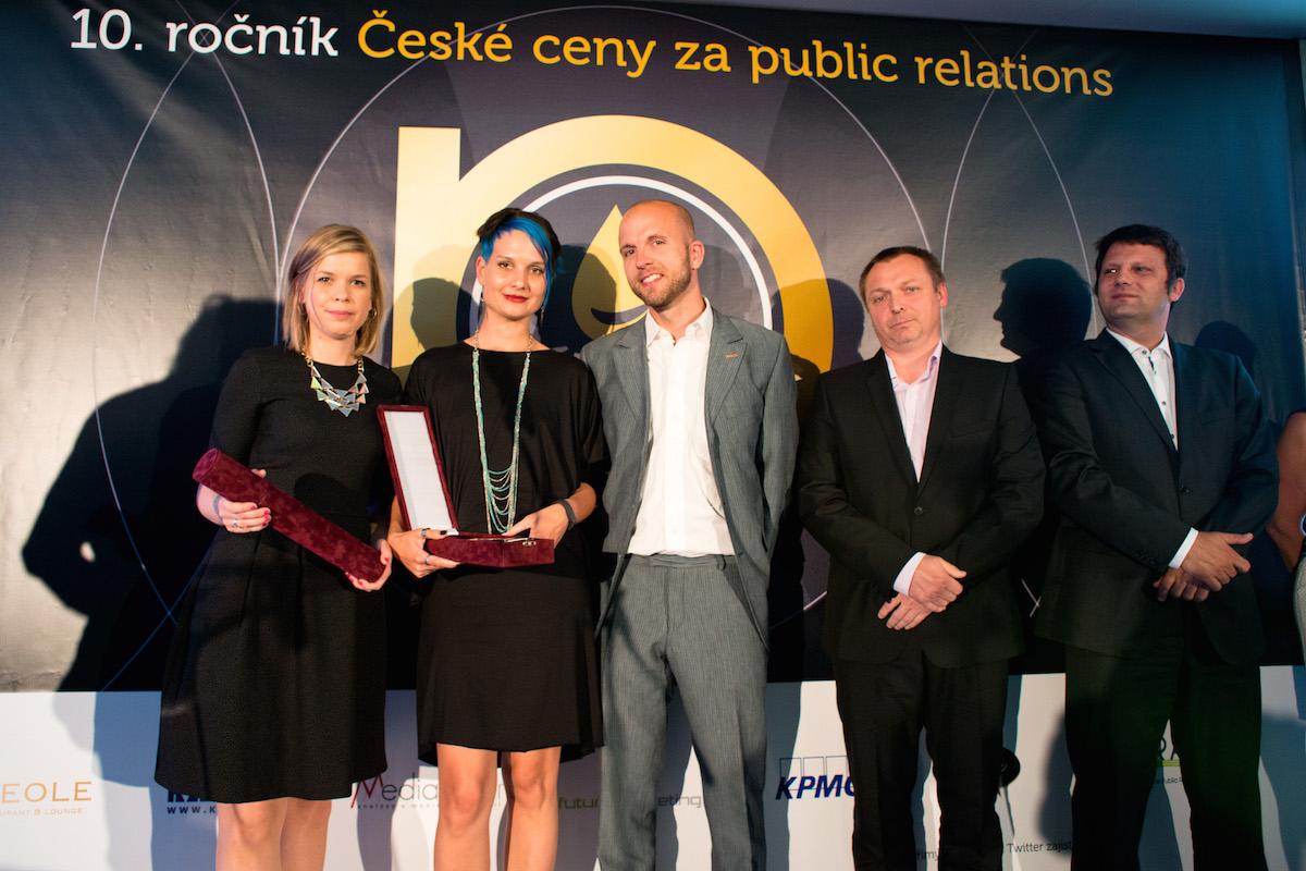 Tým Seznamu na podiu České ceny za PR 2015