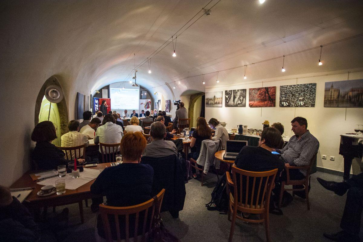 Diskusní panel asociace ADMEZ proběhl v prostorách pražského Golem Clubu