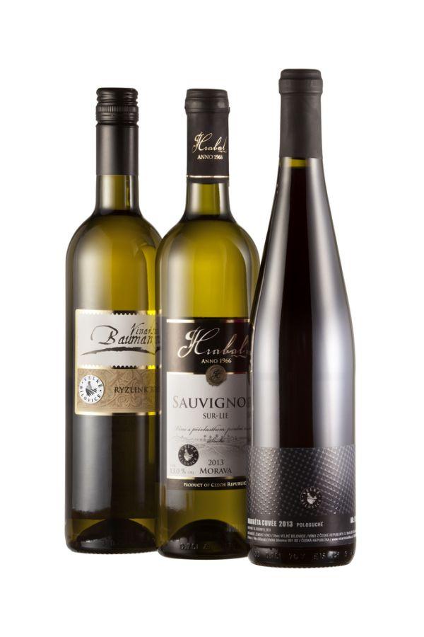 První vína z produkce spolku Velkobílovických vinařů, které nesou označení ochranné známky slípky