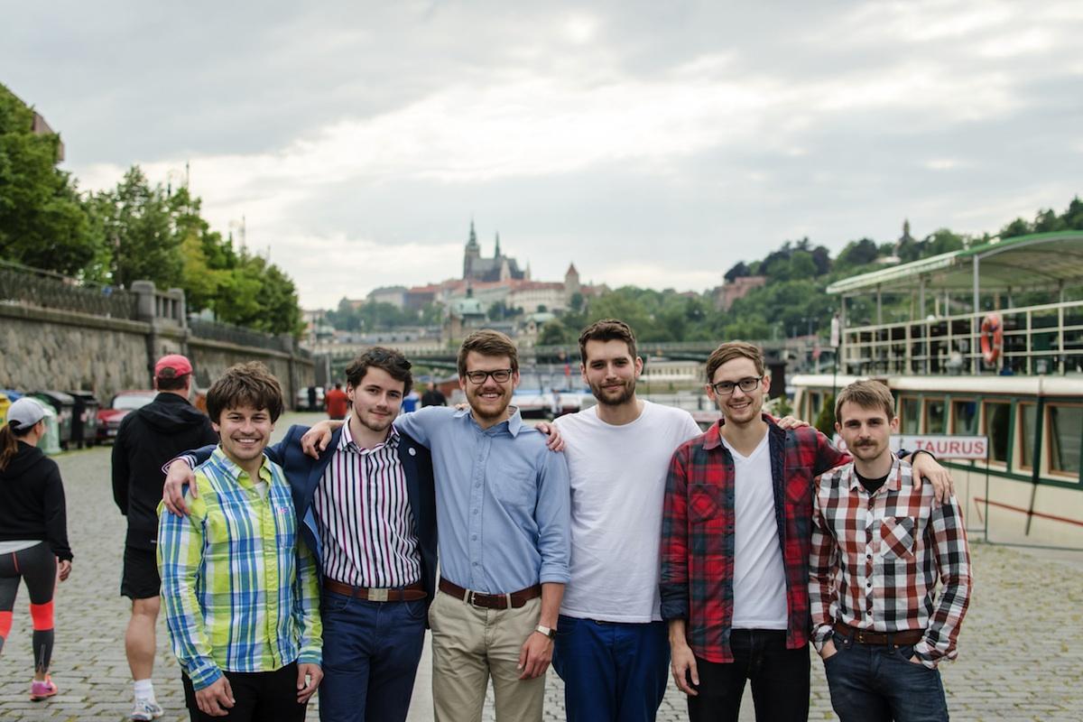 Téměř kompletní tým agentury ve složení Martin Bilak, Jan Kocián, Piero Šesták, Jakub Novák a Šimon Vodrážka. Chybí jen Michal Klukan