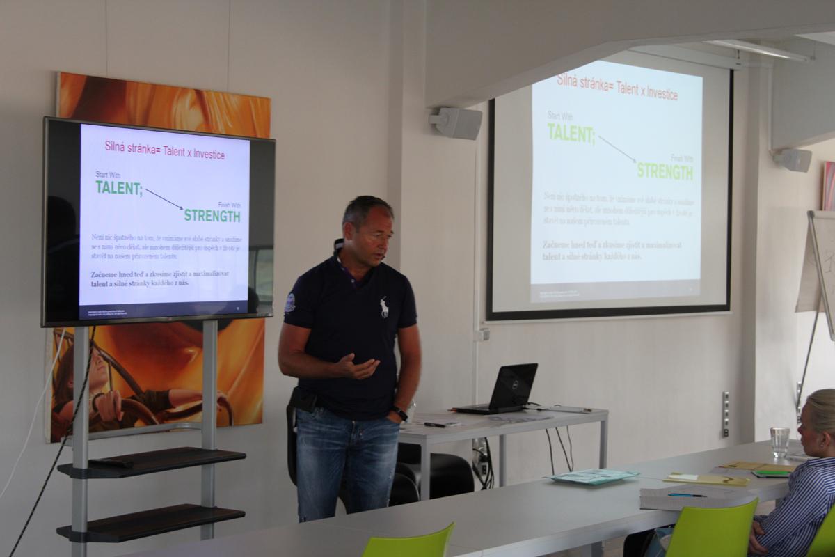 Jan Mühlfeit přednáší  o osobním rozvoji v Global Centru. Foto: Václav Minář