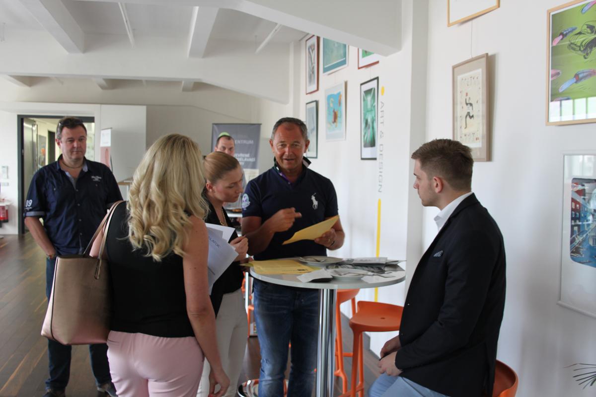 Semináře Jana Mühlfeita o osobním rozvoji se v Global Centru zúčastnili zástupci státní správy i soukromého sektoru. Foto: Václav Minář