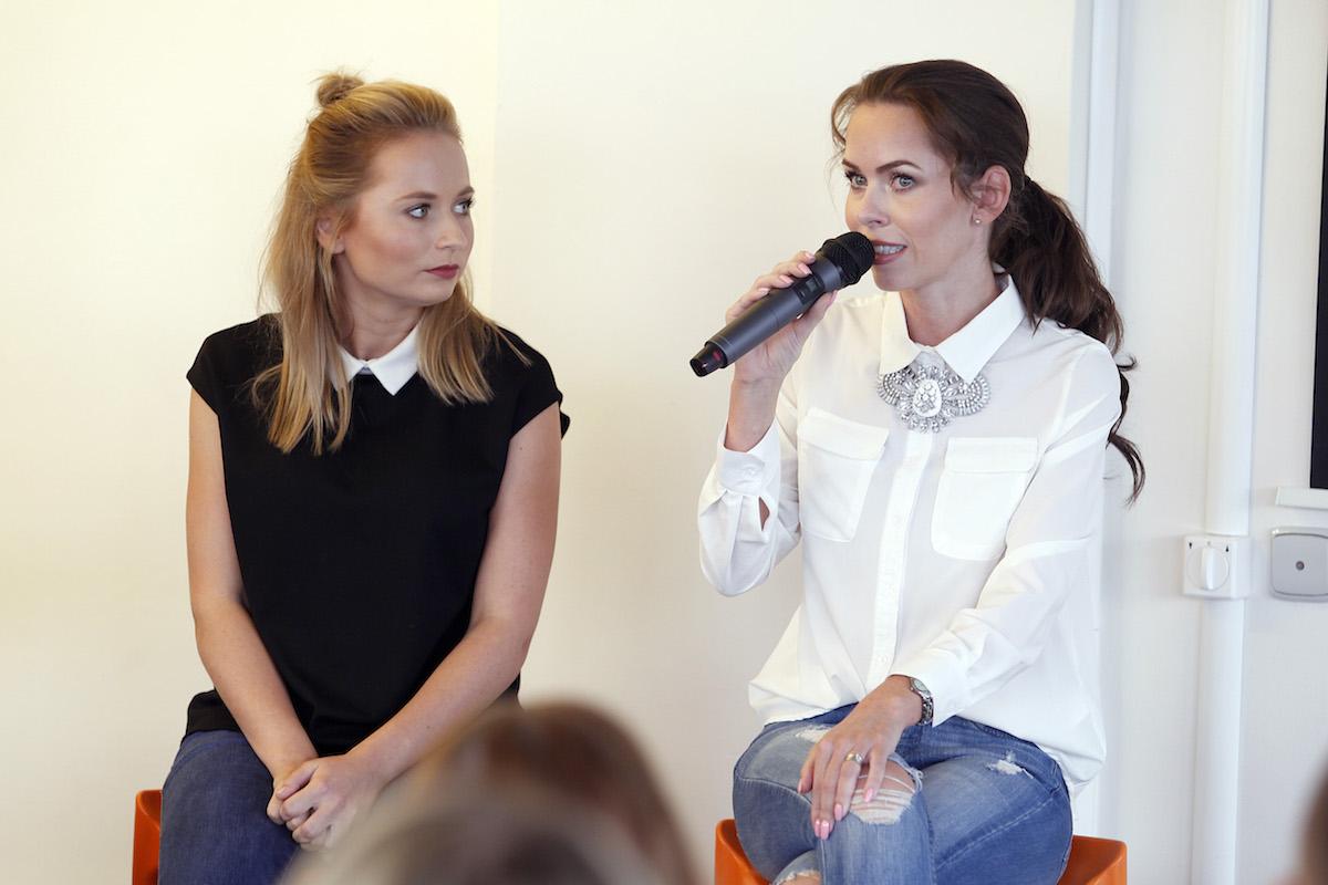 Diskuse s youtubery: hovoří Petra Vančurová, vlevo Nikola Čechová. Foto: Jiří Koťátko