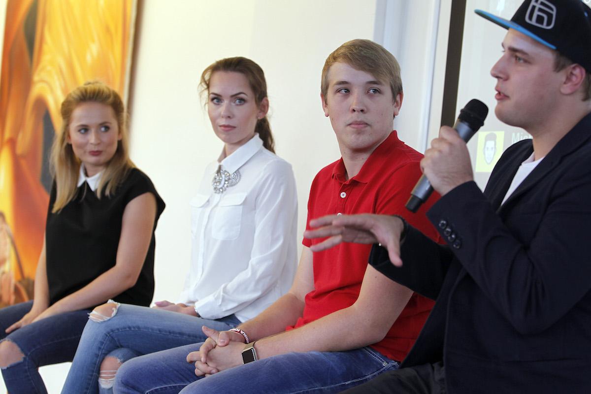 Diskuse s youtubery: zprava Jakub Steklý, Jiří Král, Petra Vančurová, Nikola Čechová. Foto: Jiří Koťátko