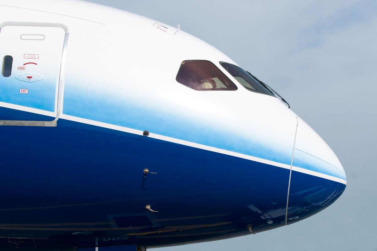 Firma vyrábí dveře a kompozitní díly do letadel