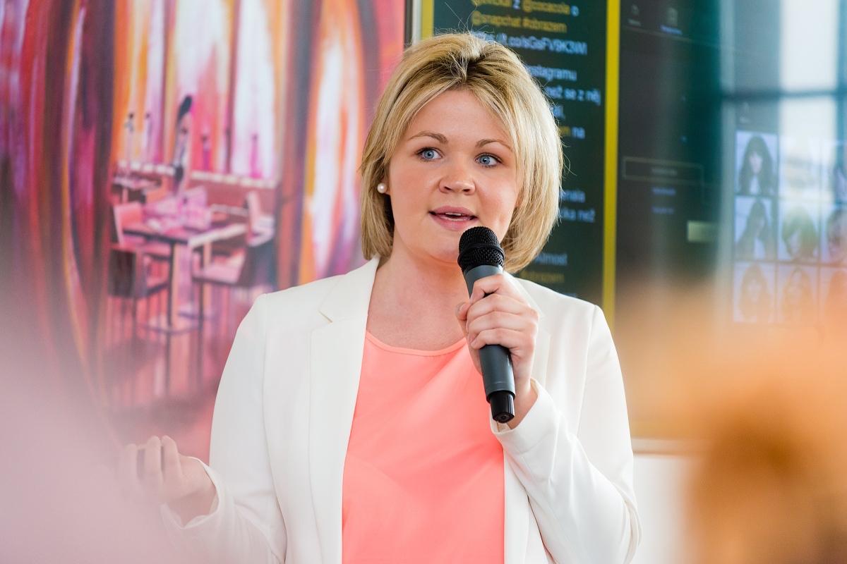 Eliška Řezáčová z Eyelevelu mluvila o nové kadeřnické aplikaci na květnové akci Médiáře Marketing obrazem. Foto: Vojta Herout