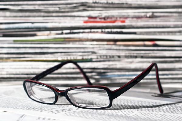 Poslanci přehlasovali Zemana, DPH na tisk klesne