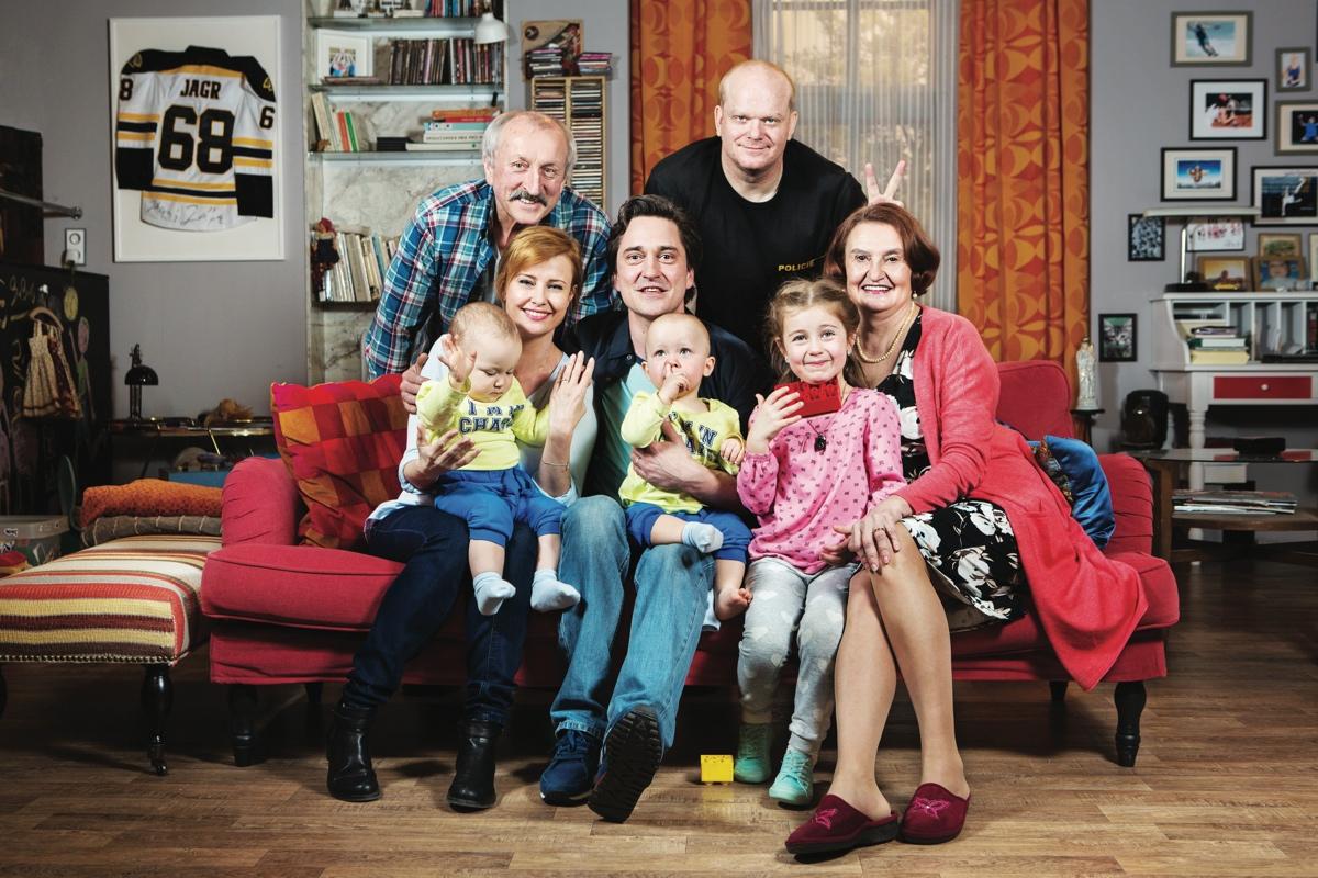 Saša Rašilov hraje hlavní roli v serálovém remaku Rudyho má každý rád. Foto: ČT