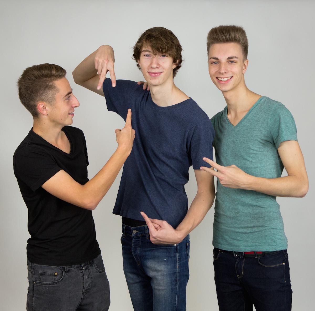 TV Twixx je skupina několika mladých youtuberů z Prahy, v čele s výrazným Dannym (vpravo)