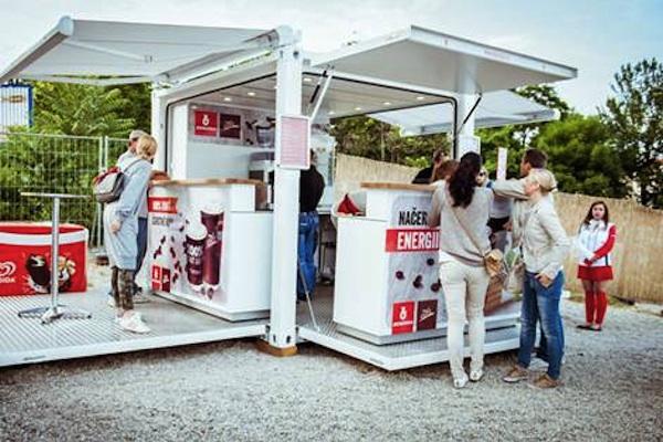 Pop-up v designu benzínové stanice bude nabízet na Divadelním náměstí občerstvení