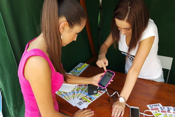 Do Prahy přichází síť na dobíjení mobilů Free Charging