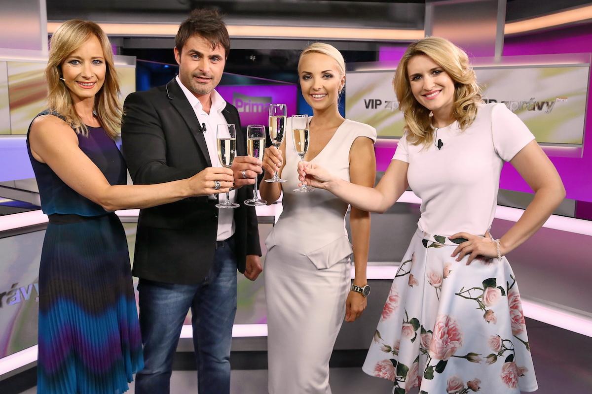 Od začátku pořadu v červenci 2010 v něm jsou vidět redekatorky Lucie Špaková (druhá zprava) a Lenka Špilarová (vpravo). Foto: TV Prima