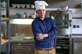 Láďa Hruška vydává další kuchařku, pojede tour