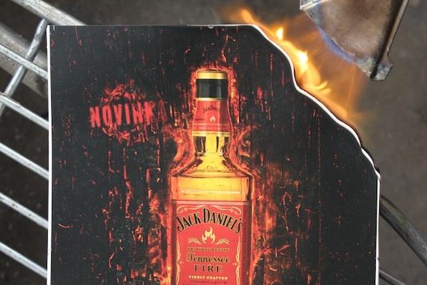 """""""To muselo dát práce!"""" Jack Daniel's vyhrál s ohořelými inzeráty v Maximu"""