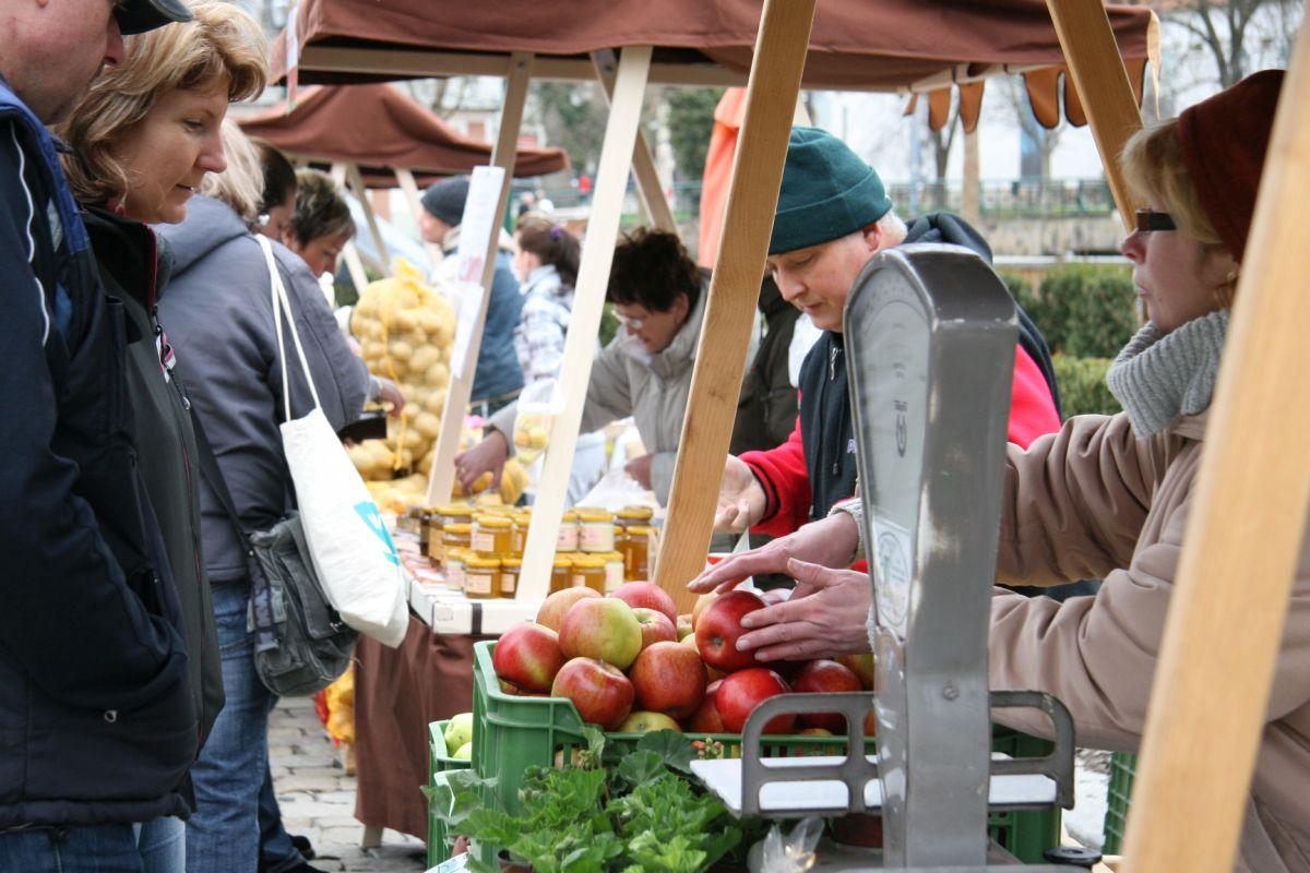 Na farmářských trzch se prodávají zejména lokální potraviny. Ilustrační foto: Asociace farmářských tržišť