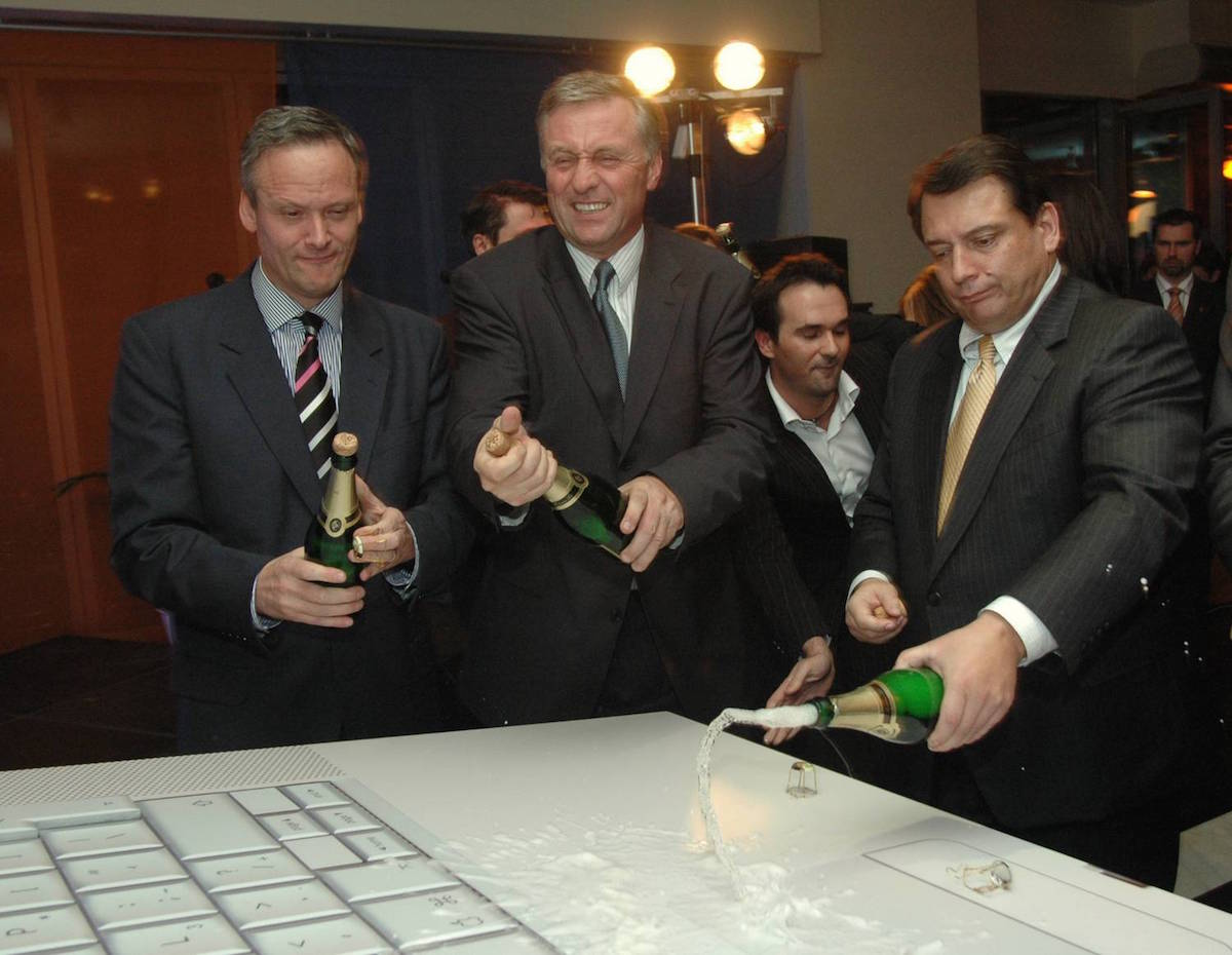Aktuálně.cz startovalo v listopadu 2005, křtili ho tehdejší prominentní politici (zleva Cyril Svoboda, Mirek Topolánek, Jiří Paroubek). Foto: Centrum Holdings